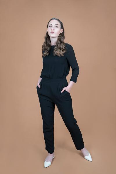 V-back Jumpsuit schwarz